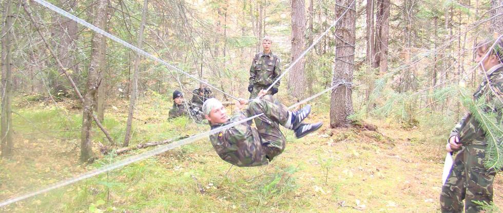 Прохождение полосы препятствий. Лысая гора. 2011.