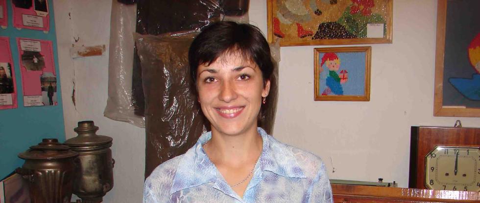 В музее Тымской школы. Елена Анненко. 2006.