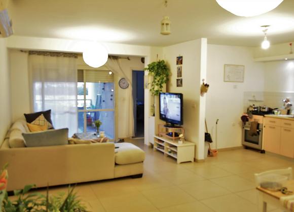 למכירה או השכרה בגבעת עדה דירה 4 חדרים