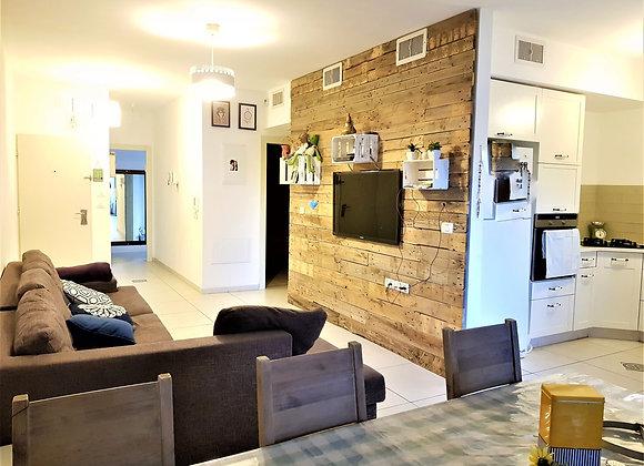 """למכירה בגבעת עדה דירה חדשה ומקסימה. 4 חד׳ 100 מ""""ר"""