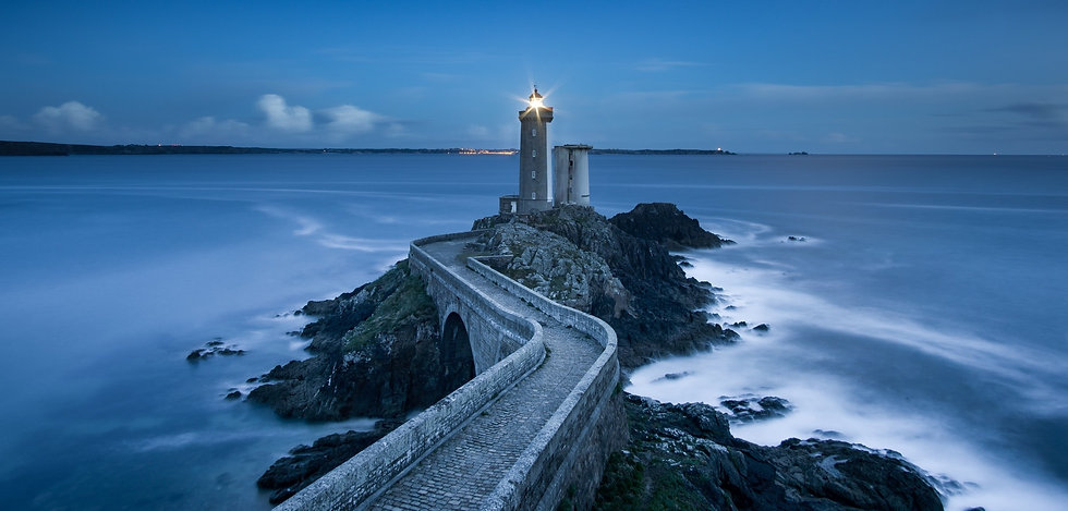lighthouse%20path%202400x1396_edited.jpg