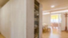 infrastructure en bois massif, cave à vin en bois, mur de maison acoustique en bois massif, rangement en bois, salon en bois, panneaux acoustique Novatop Imca panels