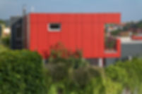 infrastructure en bois ciment, maison en bois, balcon en bois ciment, mur en bois, façade en bois ciment, panneaux bois ciment CETRIS profil finish Cetris Imca panels