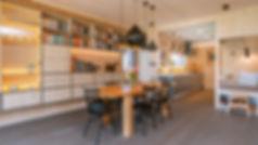intérieur de maison en bois massif, pièce à vivre, salle à manger et salon en bois massif 3 plis et 5 plis, triplis, panneaux de bois massif essence épicéa Novatop Imca panels
