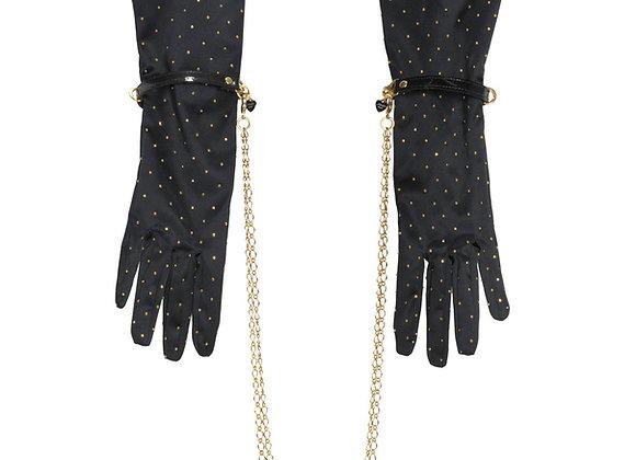 Le baise main gant noir Mc and Fraulein