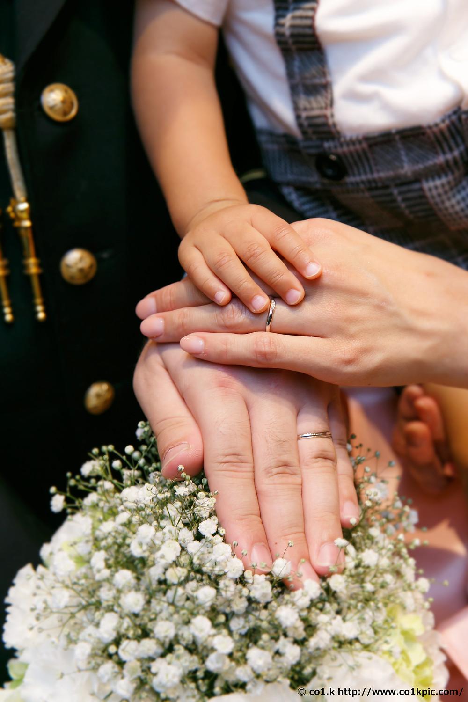 結婚式カメラマン|指輪ファミリー婚