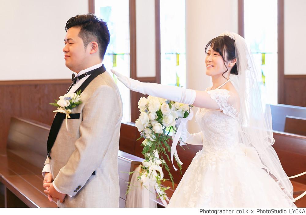 結婚式カメラマンのファーストミートの瞬間の写真です