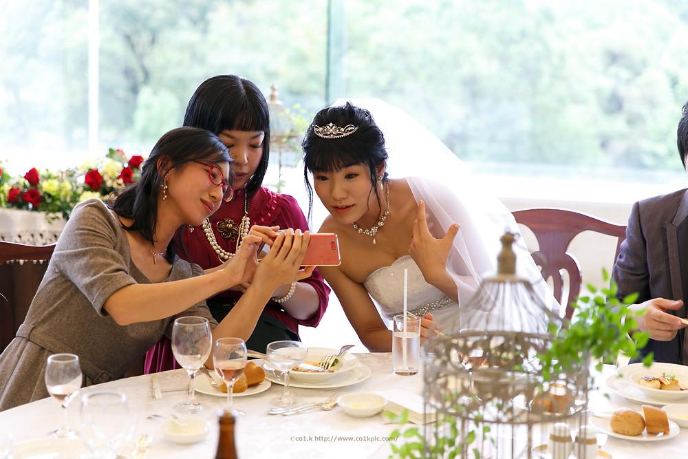 結婚写真|披露宴歓談中の自然な様子|フォトグラファー KOICHI KAGEYAMA