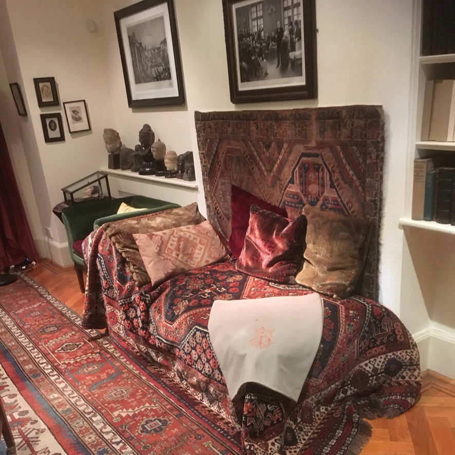 Picture of Sigmund Freud's couch in the Freud Museum in London