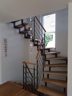 Zweiholm Treppe mit Rund Geländer