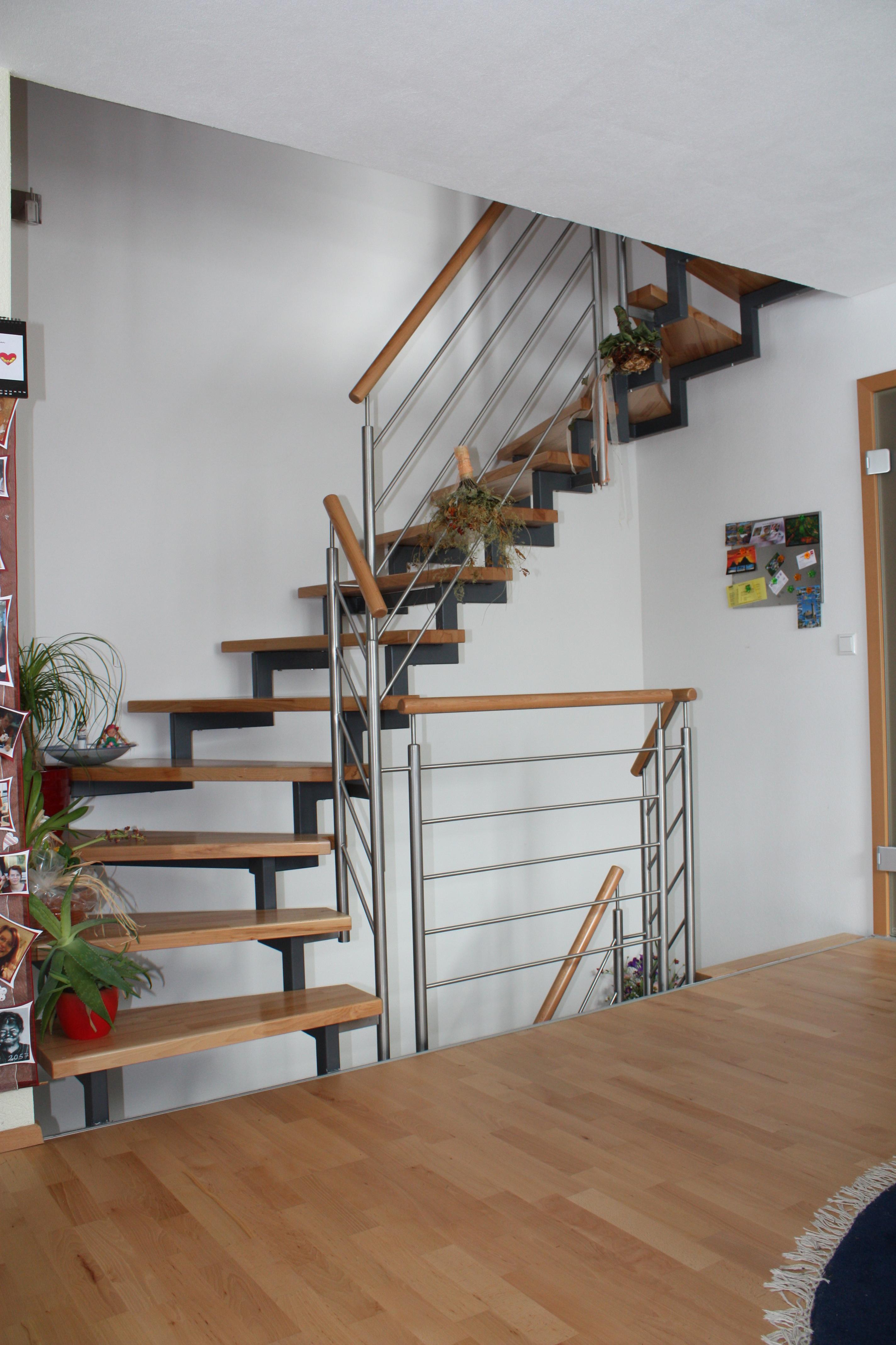 Zweiholm Treppe mit Rund Geländer VA