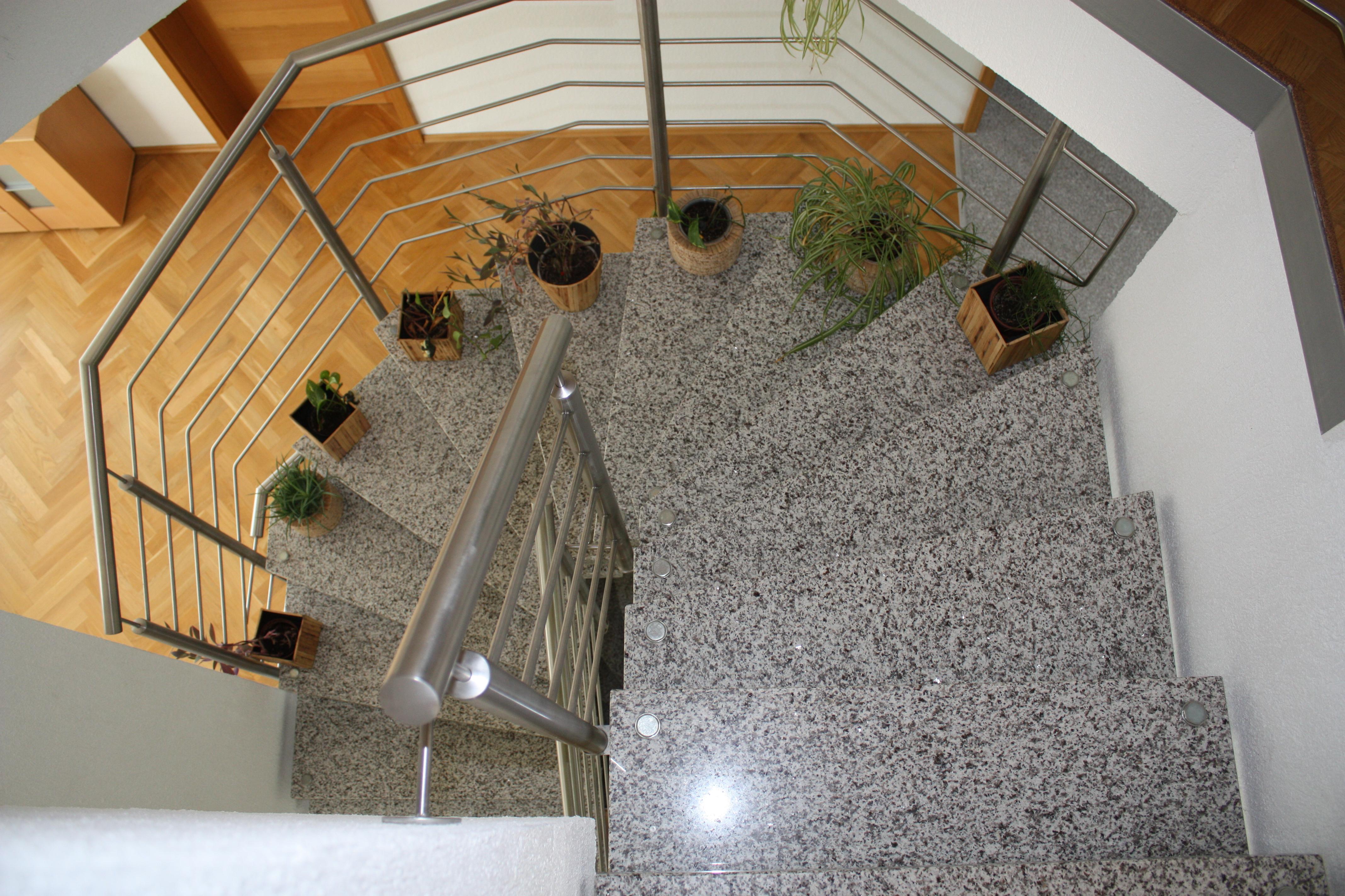 Bolzen Treppe mit Granit