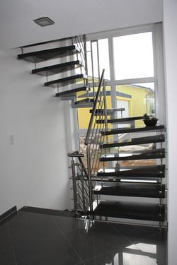 Bolzen Treppe mit Nero Impala