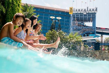 disneyland-resort-water-pool-california.