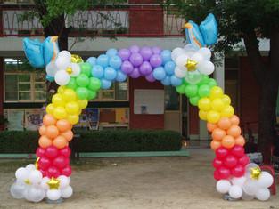 七彩雲雀氣球拱門