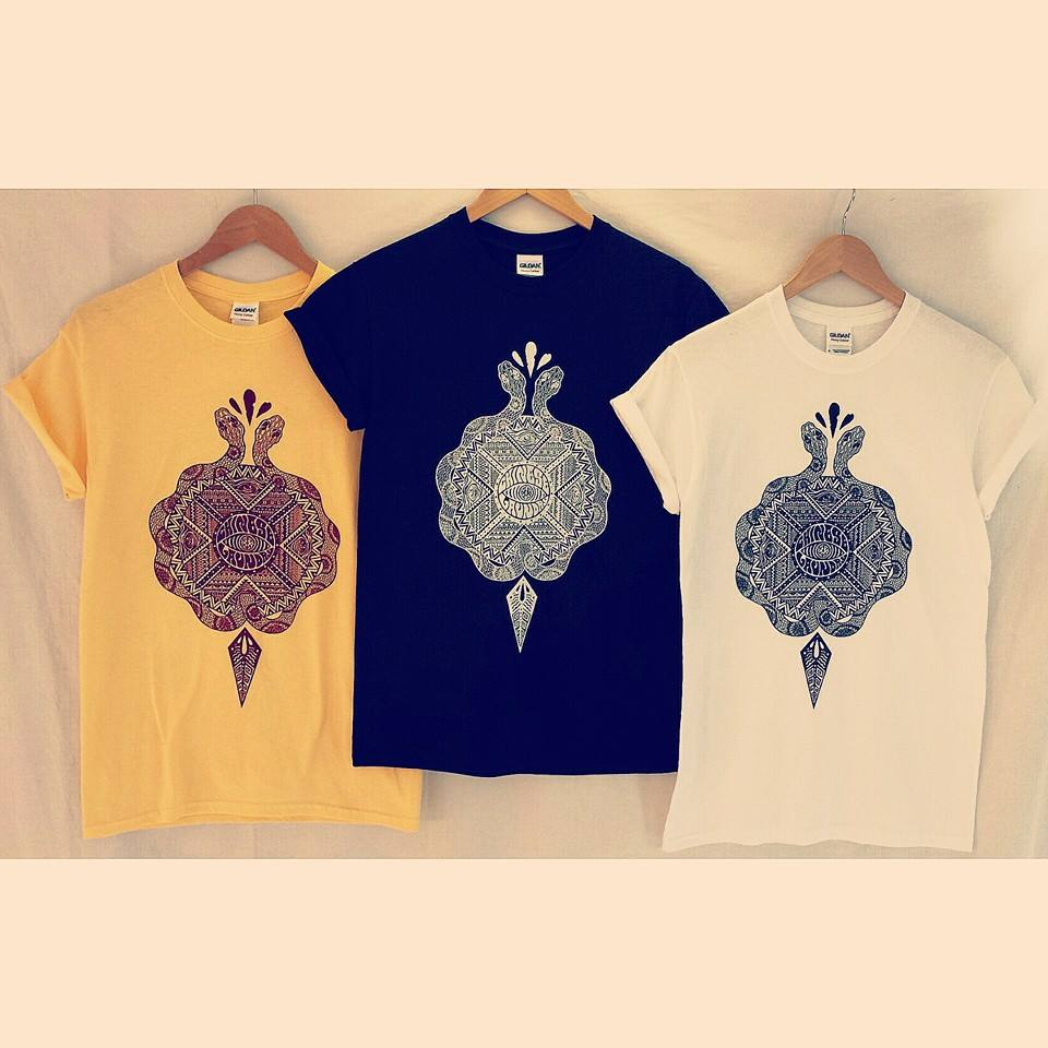 CHINESE LAUNDRY tees