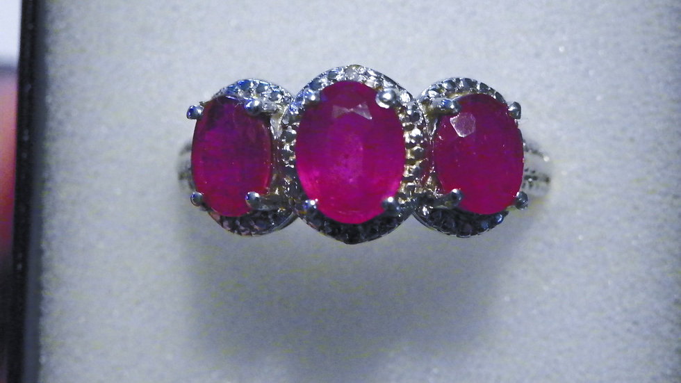 Niassa Ruby (4.50ct) & Dia(.01ct) ring in Platinum over Sterling Silver sz 9