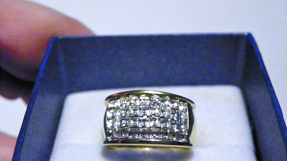 Cubic Zirconia band ring in gold tone size 5