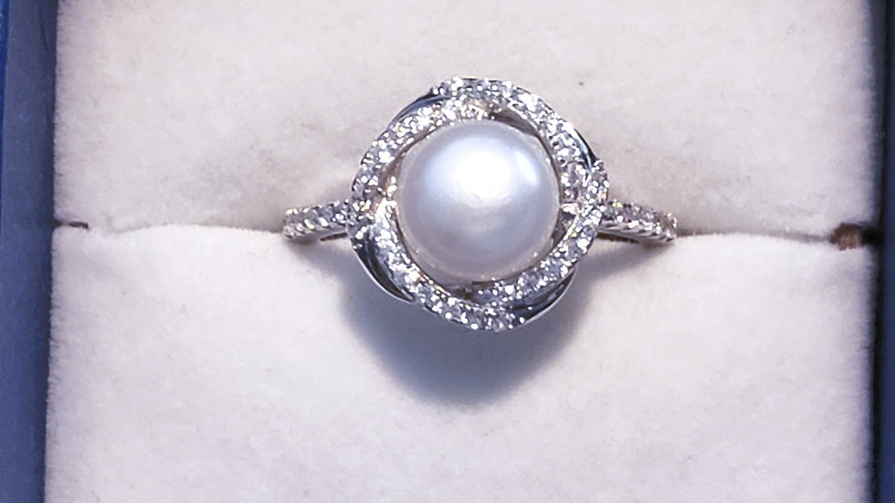 Genuine Freshwater White pearl & cubic zirconia ring in 925 SS .72 cts sz 8