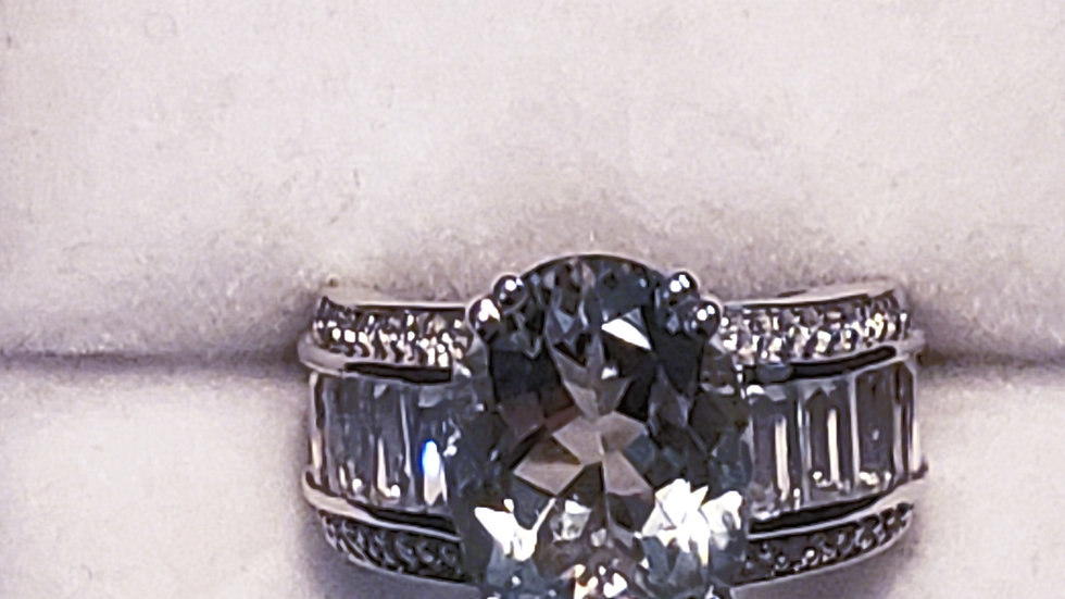 Green Amethyst & White Topaz ring in platinum over 925 sterling 8 cts size 7