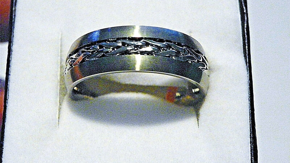 Men's Titanium fancy band wedding ring size 12