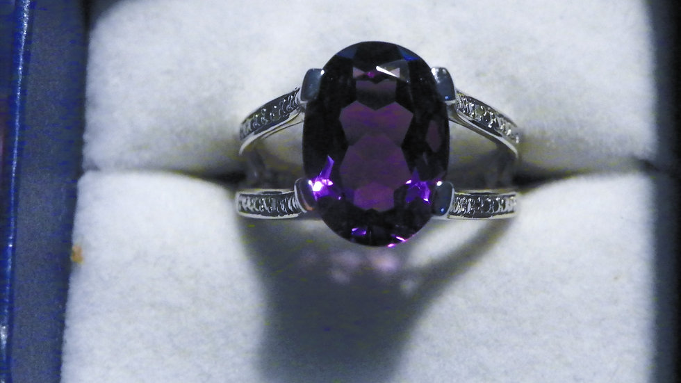 Amethyst (5.5ct) and 4 dia accent openwork ring in 925 Sterling Silver sz 8
