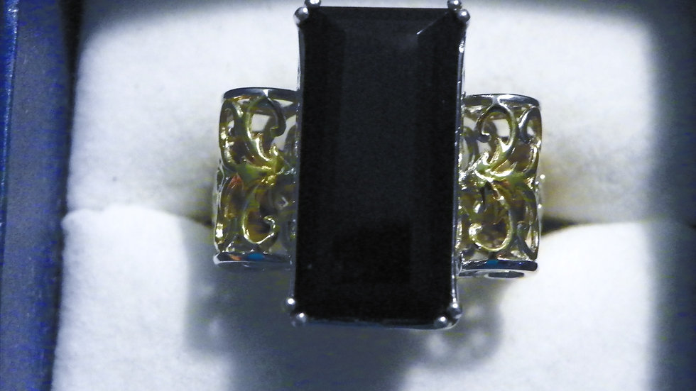 Thai Black Spinel openwork statement ring (17 ct) in 14K YG & Plat/925 sz 9