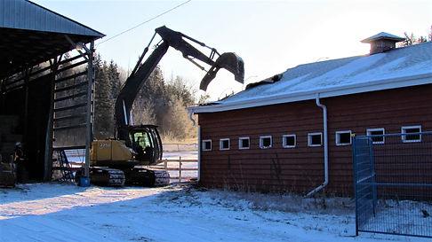 Barn_2_demolished_01.jpg