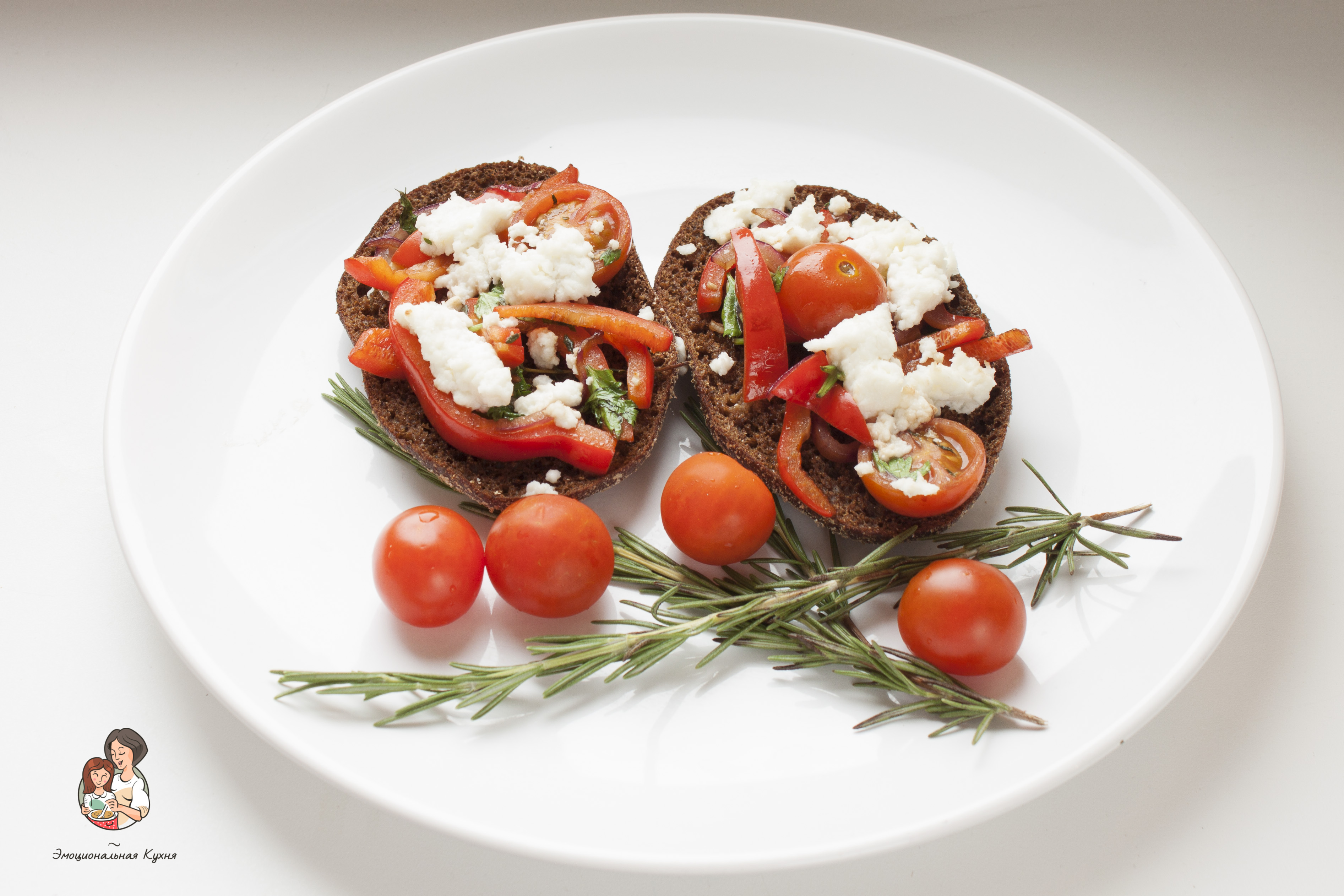 Овощные пицетты на ржаных краюшках