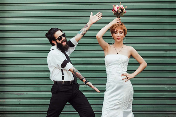 couple-doing-silly-pose-2770958-1290.jpg