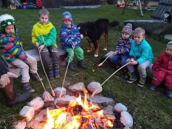 Lagerfeuer beim Abenteuerurlaub