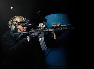soldat-oruzhie-avtomat-strelba-gilzy-bin