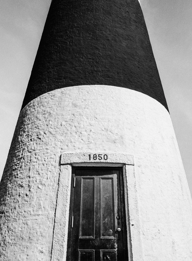 B+W LIGHTHOUSE #2