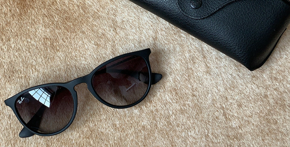 Matte black ray bans new in case(authentic)