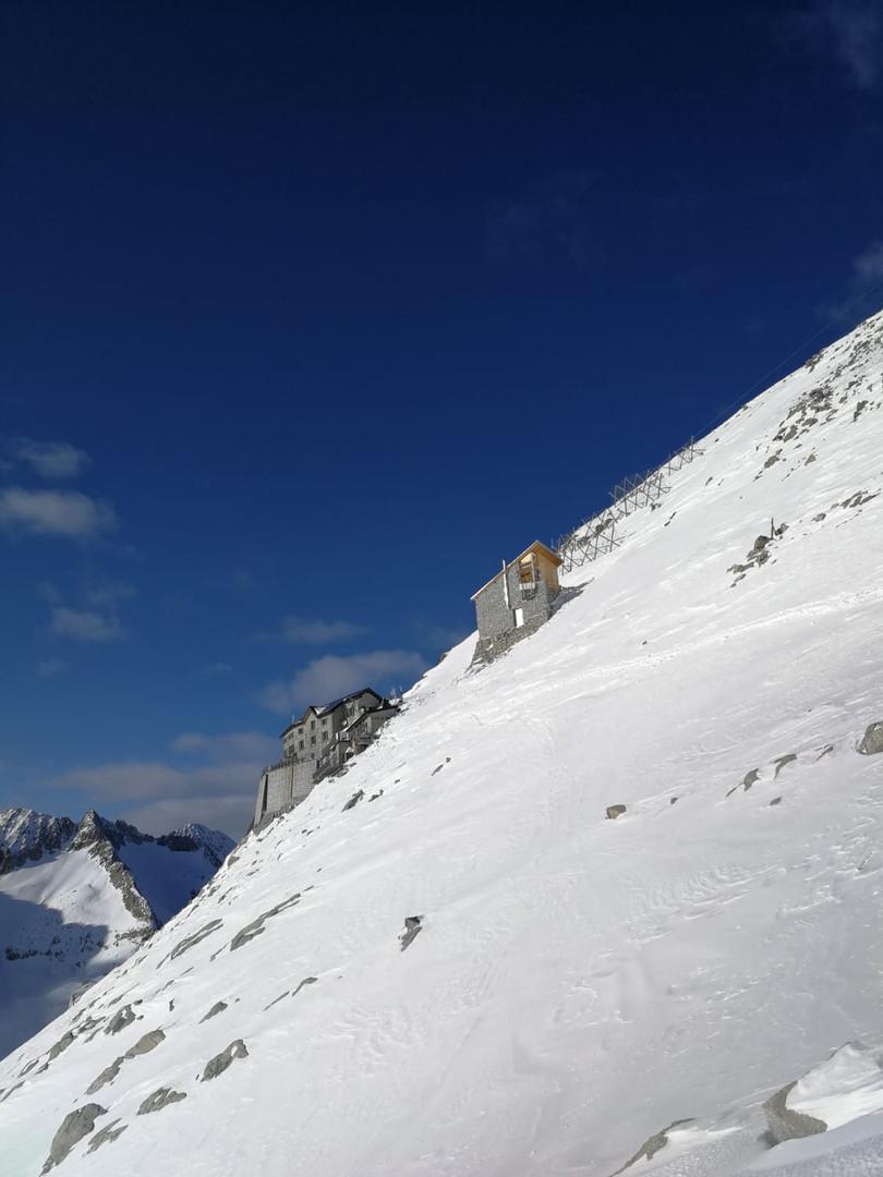 Rifugio Lobbia Alta ai Caduti dell'Adamello, 3050m