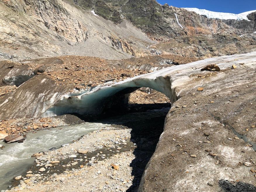 Die Eisbrücke am unteren Ende