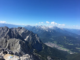 Blick vom Gipfel zum Wettersteinmassiv