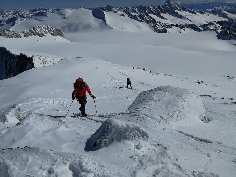 Astrid und Milla auf den letzten Metern zum Gipfel
