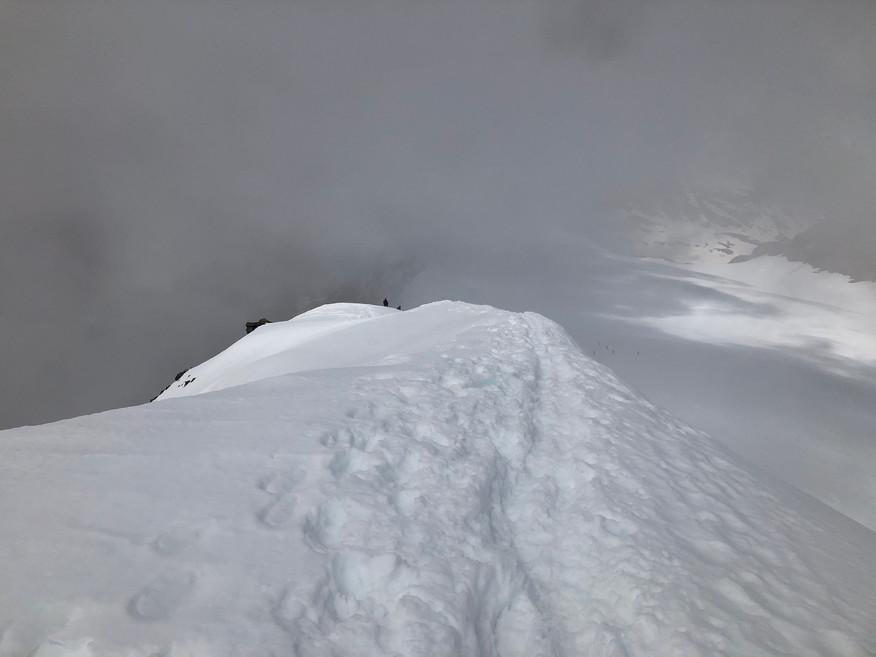 Der Gipfelgrat von oben