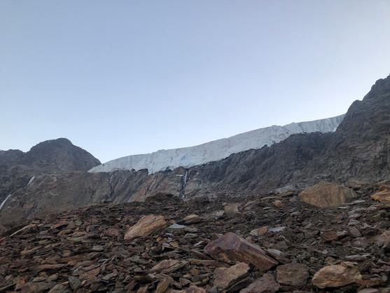 Am Eisbruch des Gepatschferners vorbei
