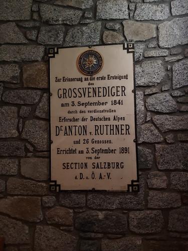 Das Schuildl am Eingang zur Kürsingerhütte