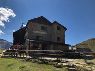 Die Sonnenterrasse der Weißkugelhütte