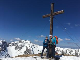 Astrid, Manni und Milla am Gipfel des Friederspitz, 2049m