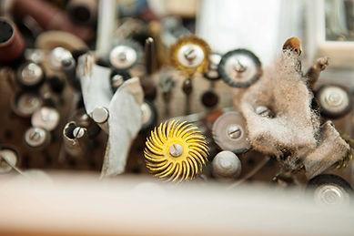 Elisabeth Habig, Blick hintr die Kulissen, Arbeitsplatz, handgemachter Schmuck, Julian Mullan, Goldschmied Wien, Werkzeug