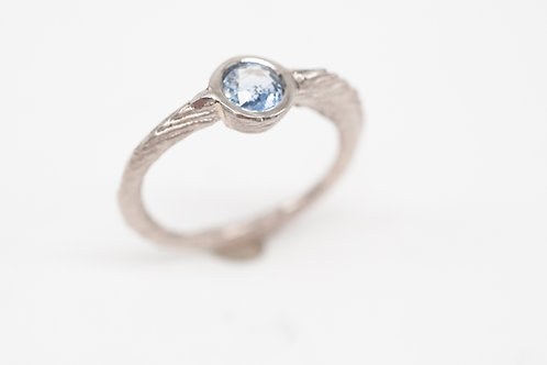 Ossa Sepia-Ring mit Saphir