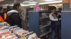 外国友人参观图书馆4