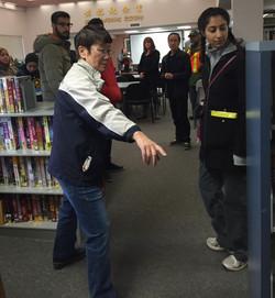 外国友人参观图书馆3