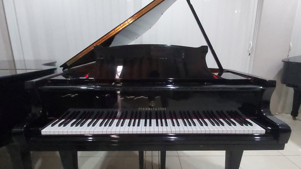 Steinway & Sons Type A