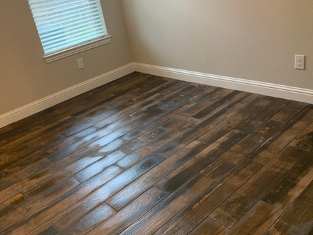 2 Rooms of woodlike Tile