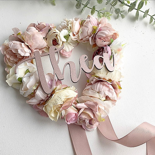 Hollow heart floral bow holder